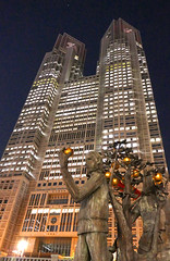 Tokyo Metropolitan Government Building and the statue1 (sapphire_rouge) Tags: sculpture moon statue japan night japanese tokyo shinjuku   nightview       tokyometropolitangoverment