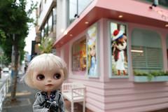 A pink corner (omgdolls) Tags: japan blythe blythedoll tippi rbl pureneemobody simplyvanilla dollypunk21