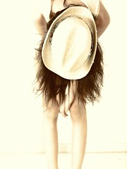 Sombrero con chica (luis lainez photography) Tags: girl hat hair chica getty sombrero pelo gettyimages virado toning melena