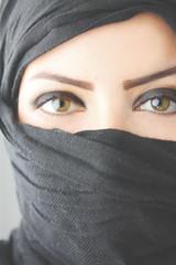 Style Nomade (DML) Tags: portrait woman white black green eye girl beautiful algeria eyes women lashes femme muslim islam hijab dml arab eyebrow mysterious nomad foulard arabian oriental niqab fille touareg freen orientale nomade sourcil nikab
