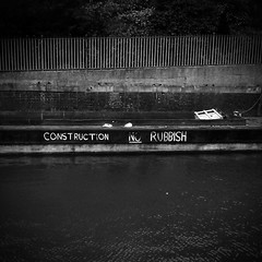 no rubbish (jordi.martorell) Tags: cameraphone urban blackandwhite bw london blancoynegro mobile geotagged canal movil mobil bn guessed guesswherelondon barge navigation wildfire riverlea blancinegre htc bromleybybow gwl threemills guessedbyloopzilla guessedbyjudygr htcwildfire