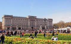 Buckingham Palace (When lost in.....) Tags: city england urban london history palace buckinghampalace kingly royalgrounds centralengland orqueenly