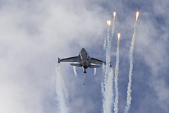 Ataturk Pride (Alvaro Aviation) Tags: demo aviation airplanes jet czechrepublic cz viper flares ostrava militaryaviation lockheedmartin fightingfalcon jetwash turkishairforce f16c ef300mmf28lisusm natodays ef14xextenderiii soloturk canon1dx