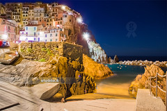 Manarola. (arturii!) Tags: trip travel light sea italy streets beach colors night rural coast town amazing movement holidays colorful italia tour village liguria shoreline illumination wave route exposition colored viatge cinqueterre vacations manarola timing mediterreaneansea canoneos6d