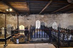 Crypte au sous-sol de l'glise de Saint-Roch-des-Aulnaies. (Gaetan L) Tags: church architecture worship glise crypt epitaph crypte provincedequbec fleuvestlaurent culte route132 pitaphe religiousheritage saintrochdesaulnaies ctedusud nikond7000 patrimoinereligion