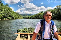 The River Master (Rick Ellerman) Tags: cruise mountain man water canon river kayak traditional border skipper poland rafting slovakia raft tradition danube danuberiver tatras drift tatra tatramountains canon750d coralpaintshopprox7
