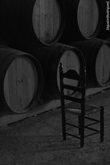 La antigua bodega (agurodmar1) Tags: bw monochrome monocromo blackwhite chair wine traditional barrel silla bodega sherry gonzalez albero jerez winecellar bullrush tradicional fino enea byass