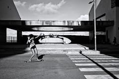 Skating is fun (fcribari) Tags: street brazil blackandwhite bw monochrome brasil streetphotography skate fujifilm streetphoto recife pretoebranco pernambuco 2016 fotografiaderua x100t