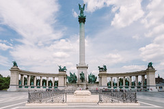 (wongwt) Tags: plaza monument hungary budapest scenary hu touristattraction heroessquare historicsite sel1635za sonya7ii