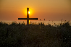 5519 Sunrise Cross  at Ocean Grove (savedrev) Tags: ocean sunrise newjersey sand cross dunes nj oceangrove nikond7000