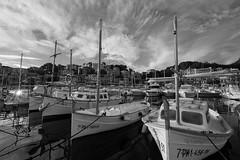Port de Sller (Mallorca) (el vuelo del escorpin) Tags: sea bw espaa byn primavera monochrome port marina puerto mono boat mar spring spain mediterranean ship fuji mallorca mediterrneo baleares 1024 balearicislands sller xe2