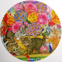 Flower Shop Kittens (Amy Rosenberg) (Leonisha) Tags: flowers cats chat blumen kittens puzzle round katzen jigsawpuzzle ktzchen rundpuzzle