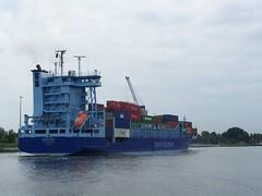 Aurora (2) (tompa2) Tags: aurora tyskland vatten rendsburg fartyg vattendrag containerfartyg kielkanalen