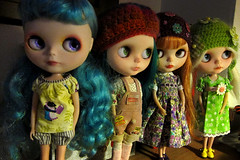 4 girls in my computer room :)