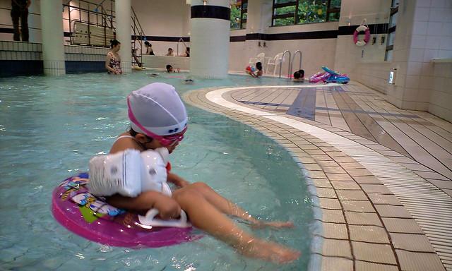 SAKURAKO - KIRORO RESORT indoor pool.