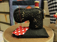 Máquina de Costura (retalhodelua) Tags: feltro máquina alfineteiro retalhodelua
