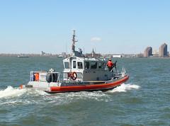 US Coast Guard devant Battery Park (denis6181) Tags: nyc newyork batterypark lowermanhattan denis uscoastguard upperbay mars2014