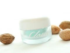 Claires Cloud9 Cream ขนาด 50g. ครีมบำรุงผิวเนื้อนุ่มละมุนดุจปุยเมฆ สุดฮิตจากเกาหลี มอบสัมผัสความบางเบาดุจปุยเมฆ อุดมด้วยคุณค่าสารสกัดจากธรรมชาตินานาชนิด พิเศษด้วยเนื้อครีมที่มีความเนียนละเอียด เกลี่ยง่าย ซึบซาบลงสู่ผิวได้อย่างรวดเร็ว ให้ความรู้สึกเย็นสบาย