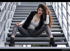 Gabriela - 4/6 (Pogdorica) Tags: sexy chica retrato modelo tacones gabriela sesion vaquero posado
