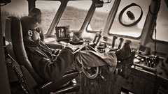 Bosco at work (baroudoc) Tags: personnes bosco navire kerguelen chaland