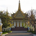 "Royal Palace Grounds <a style=""margin-left:10px; font-size:0.8em;"" href=""http://www.flickr.com/photos/14315427@N00/6968991628/"" target=""_blank"">@flickr</a>"