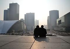 Awake my soul (clara.parigi) Tags: paris couple shadows skyscrapers ombre ladfense coppia parigi ragazzi grattacieli