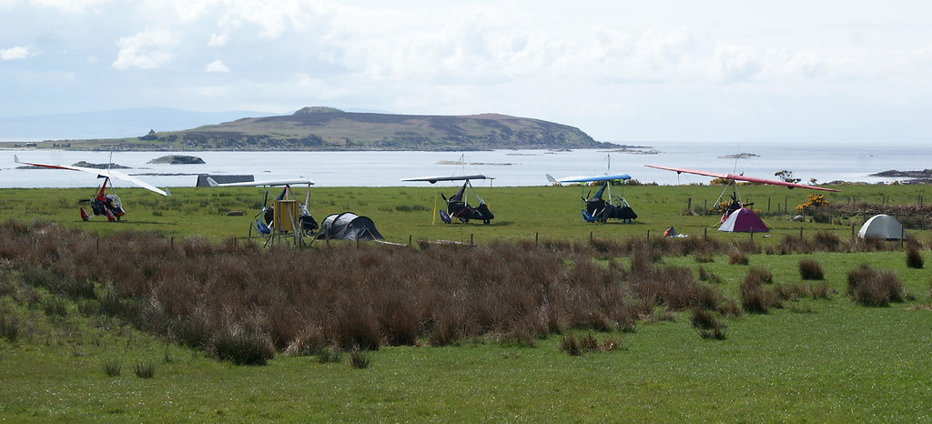Microlights at Gigha ready to fly home