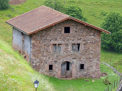Bidarray (64) (Dicksy93) Tags: house mountain france berg rural montagne landscape rouge 64 panasonic pierres paysage maison pays basque ferme dmc euskal herria anciennes sudouest aquitaine pyrnesatlantiques abandonne bidarray grs p1000282 labourd fz38 dicksy93