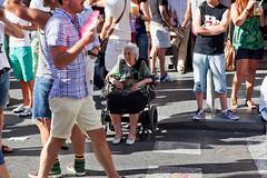 Perdida en el tumulto (ccmartin) Tags: madrid gay espaa calle desfile loveparade orgullogay lesbianas transexuales proudday