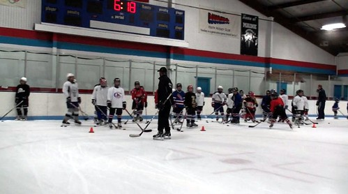 Brad Perry coaching a hockey school in Chicago  4