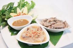 สลัดปลาดิบดาหนัง Vietnamese Cuisine [Nam Restaurant]