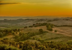 Dusk near Asciano, Italy (mellon93) Tags: italien sunset italy field grass farmhouse rural evening nikon view dusk hill tuscany nikkor toscana italiano d800 cretesenesi asciano johnmellon