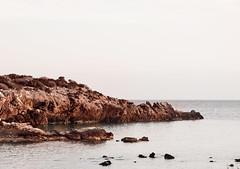 La casa de las gaviotas (saparmo) Tags: mar murcia cartagena gaviotas rocas