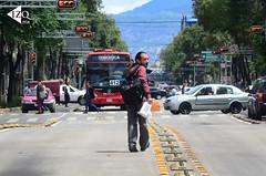 Metrobus_Peaton (IzqMx1) Tags: autos bicicletas metrobus trafico medioambiente ciclistas cdmx peatn