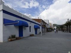 Santa Eulalia-Passeig de s'Alamera (juantiagues) Tags: blanco azul paseo santaeulalia pesseig juanmejuto juantiagues