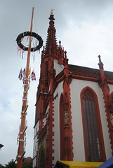 Wrzburg: Marienkapelle and May Pole (lazzo51) Tags: germany travels wrzburg maypole marienkapelle