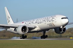 9V-SWJ (AnDrEwMHoLdEn) Tags: manchester airport 777 manchesterairport singaporeairlines egcc 05r