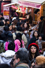 in the crowd /  (llus) Tags: red japan tokyo crowd streetphotography redhat harajuku   takeshita humaninterest streetportraits  takeshitadori  faceinthecrowd urbanportraits retratosurbanos retratocallejero fotografacallejera retratoscallejeros