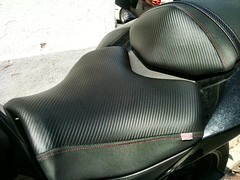 Tapizado de una moto Kawasaki z750 (Tapizados y gel para asientos de moto) Tags: moto kawasaki asiento z750 carbono tapizado tapizar antideslizante