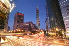 Rush Hours in Taipei101_2 (michaelrpf) Tags: view taiwan 101 taipei nightscene taipei101   101 metronight