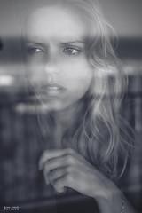 Un week-end en été (Bruno French Riviera) Tags: sea summer window monochrome beautiful face eyes noiretblanc portraiture jolie fenetre
