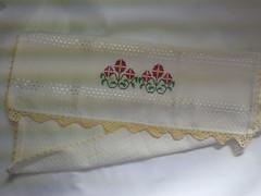 Pano de Prato Bordado Ponto Cruz - Flores Rosas B007 (SaluArts) Tags: flores de pano artesanato cruz ponto prato copa bordado
