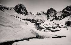 Macizo de Mampodre (photokemi) Tags: naturaleza sun mountain snow mountains nature landscape sunrays d90 castillayleon nikond90