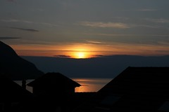coucher de soleil sur le Lman (Juste un Clic) Tags: sunset sky sun lake france photography switzerland soleil photographie suisse lac ciel coucherdesoleil valais lacleman hautesavoie laclman stgingolph saintgingolph justeunclic