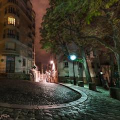 France / Paris / Montmartre (Pablo A. Ferrari) Tags: street longexposure sky urban paris france architecture night noche calle arquitectura cityscape urbano francia nuit nocturne parisian parisien pabloferrariphotography
