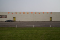 Pleasureland (itmpa) Tags: sign fog scotland shed foggy northsea signage funfair arbroath pleasureland haar seafog queensdrive amusementarcade tomparnell itmpa indoorfunfair archhist coldseafog