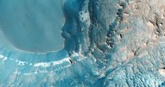 ESP_015975_1695 (UAHiRISE) Tags: mars landscape science nasa geology jpl universityofarizona mro