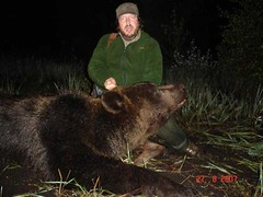"Bear Hunting / Caza del Oso • <a style=""font-size:0.8em;"" href=""https://www.flickr.com/photos/61427906@N06/6877400260/"" target=""_blank"">View on Flickr</a>"