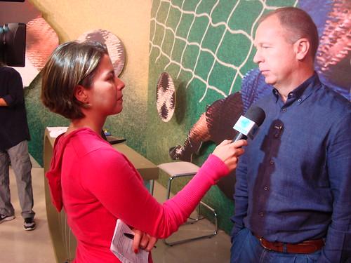 Mano Menezes dá entrevista à repórter Luiza Scheliga