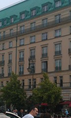 Michael Jackson's baby hanging window, Adlon Hotel, Berlin - June 2012 (Pub Car Park Ninja) Tags: berlin beer june germany university die side grand des reichstag german segway alexanderplatz michaeljackson fernsehturm bier jews murdered friedrichstrasse house 2012 juden zu fr jacko currywurst library wackojacko tucher memorial tower june memorial ermordeten east james briggs gallery berlin museum wall humboldt dome tv europe whackojacko berlin gate bear adlonhotel cathedral bike bierbike revenge dom bunker holocaust bier brandenburg berliner checkpoint charlie altes denkmal westin 2012 europas hitlers holocaustmahnmal humboldtuniversitt rache papstes popes reichstag